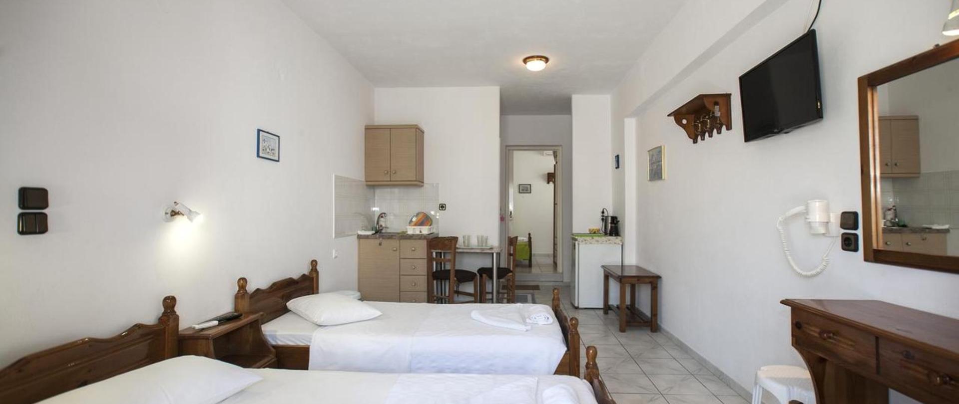 Quadruple room.jpg