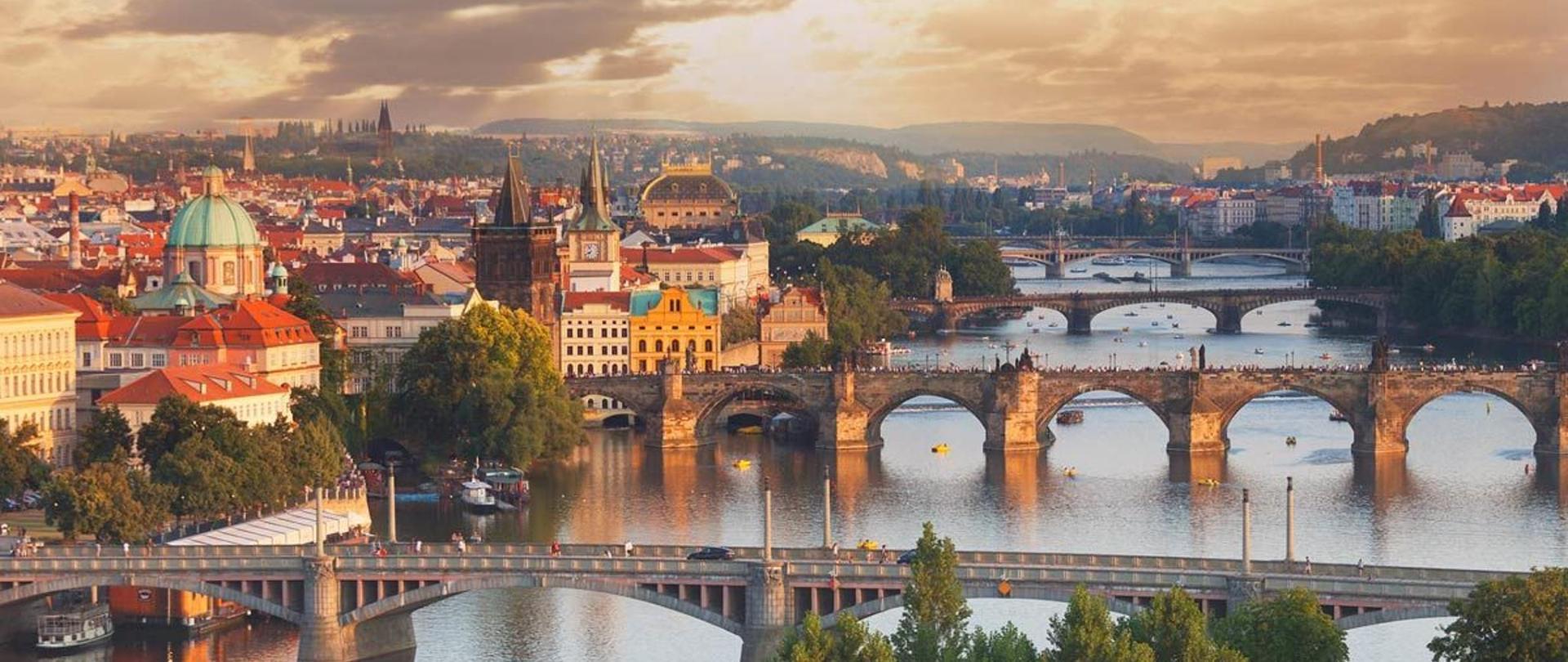 Prague-Bridges-Panorama.jpg