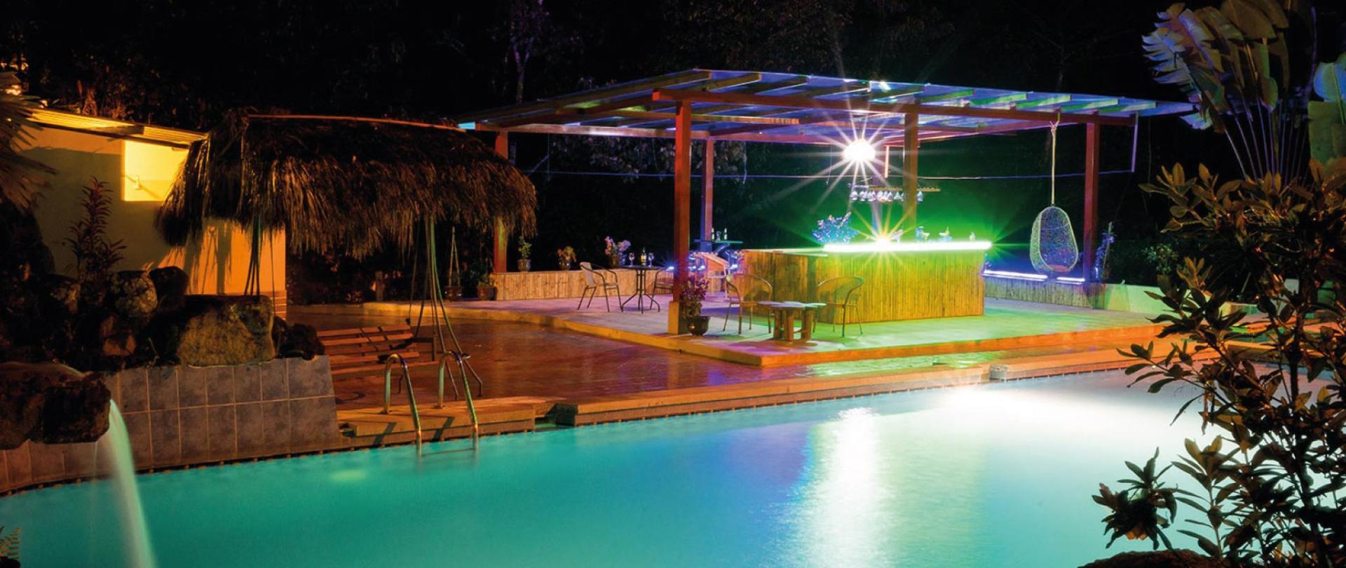 Yumbo-Spa-y-Resort-Hotel-en-Gualea-Barpool.jpg
