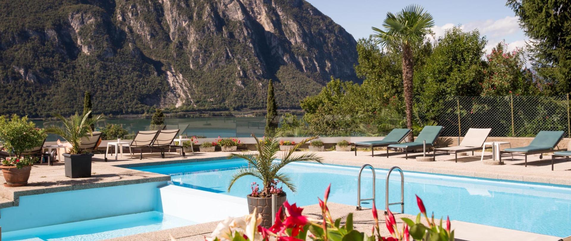 hotel-campione-bissone-piscina2.jpg
