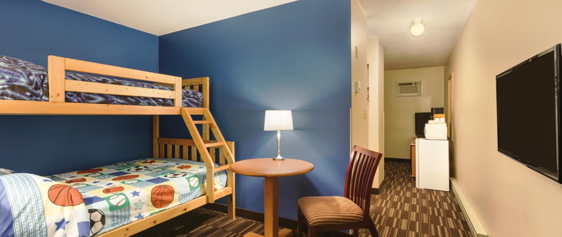 L - Family Room with Bunk Beds 4378x2918.jpg