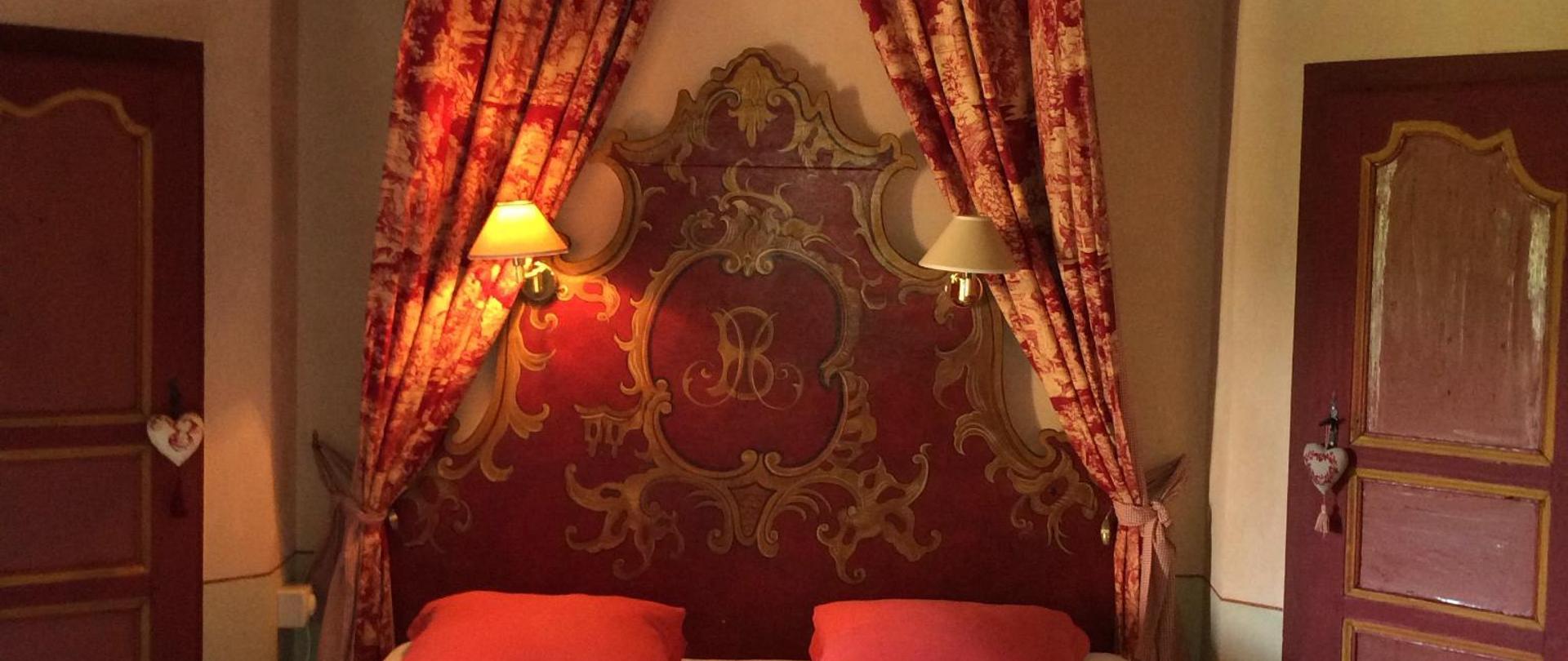 chambre rouge myriam.jpg