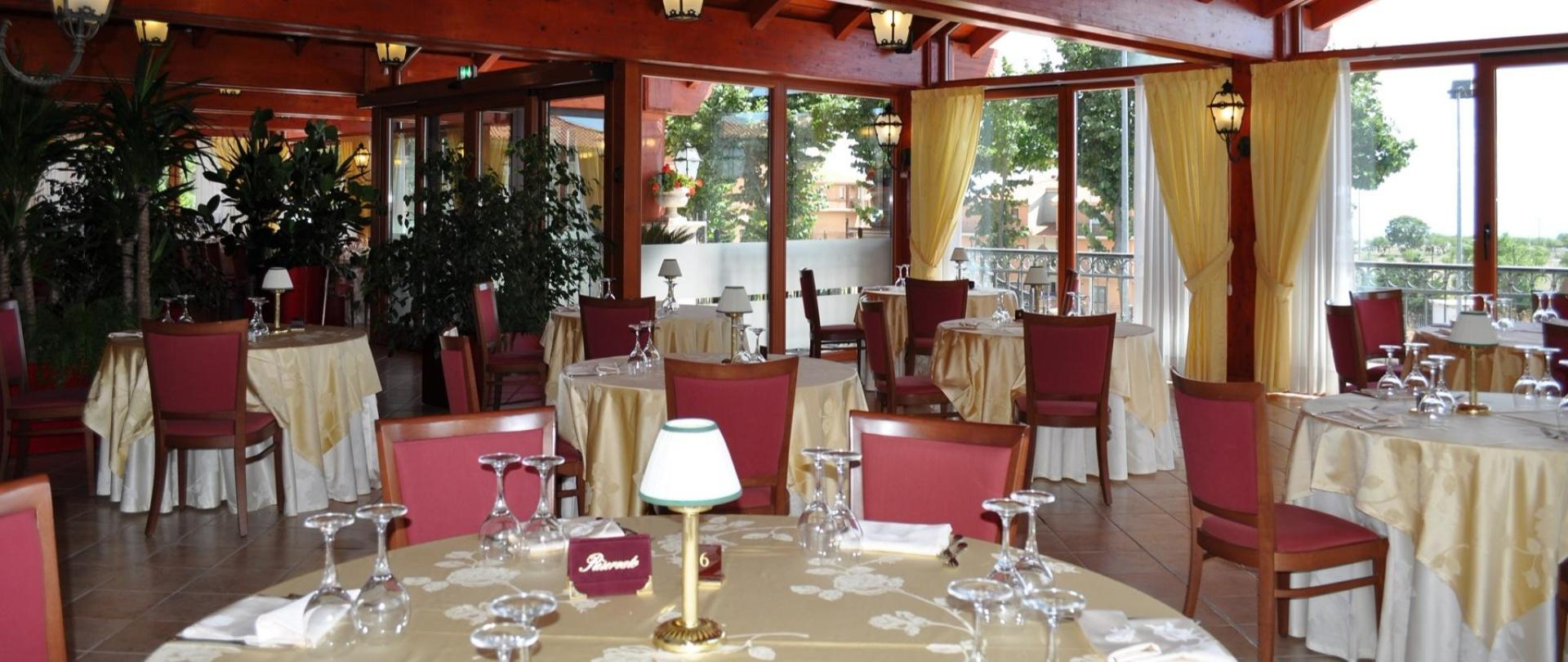 Veranda-Restaurant-Side-small