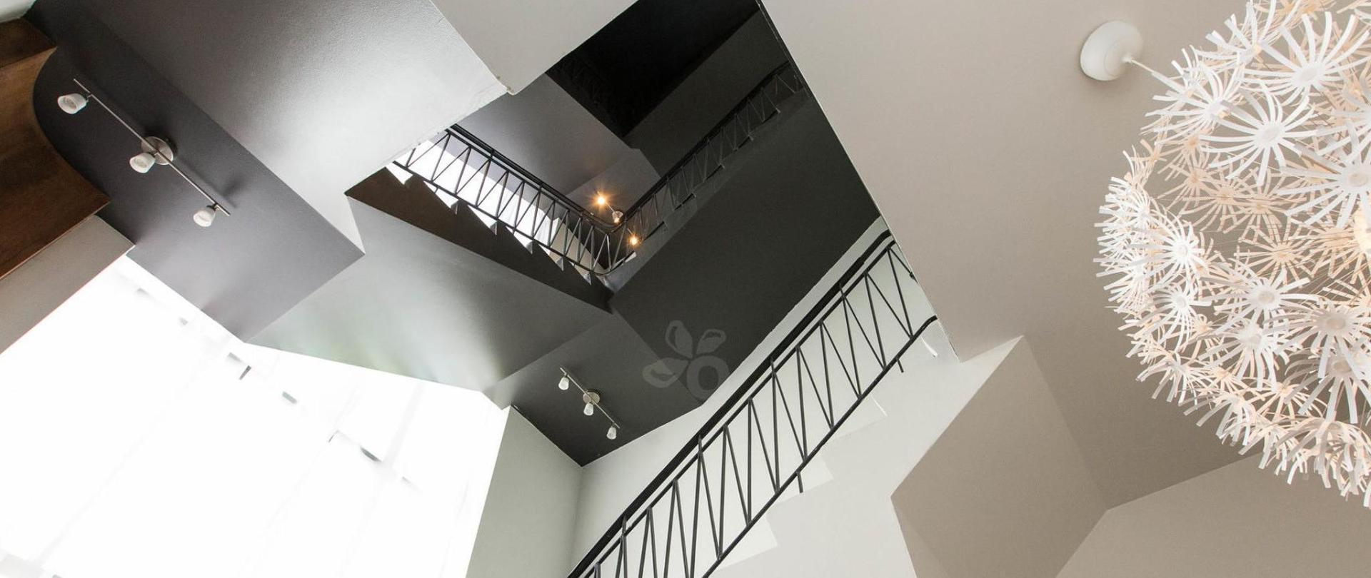 lobby--v17295502-2000.jpg