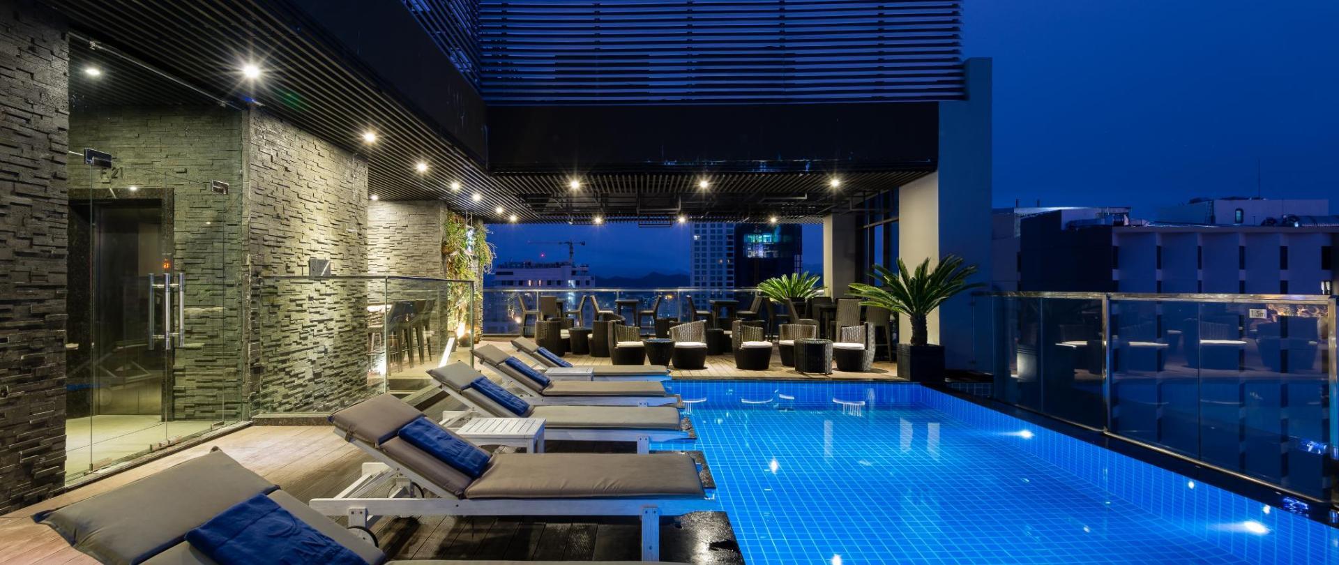 Outdoor Rooftop Swimming Pool (4).jpg