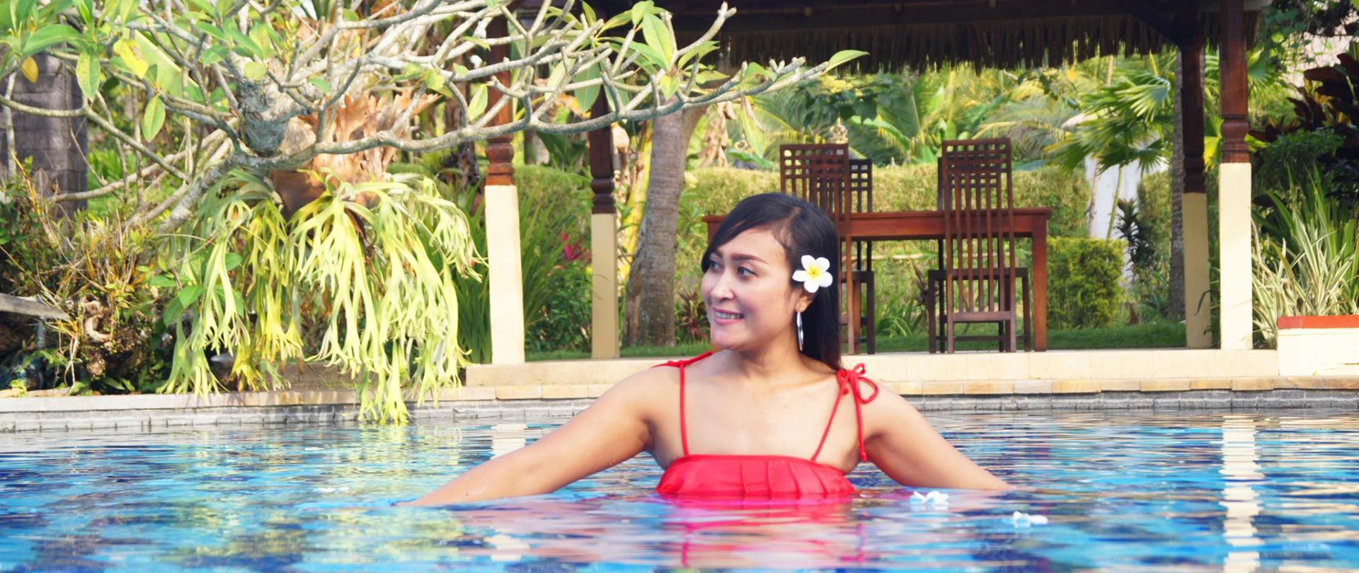 z14 Lady Pool.jpg