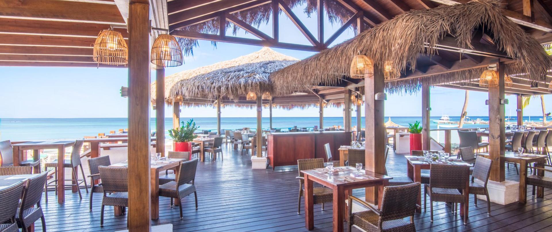 Aruba-Holiday-Inn-Sea-Breeze-Restaurant-&-Bar.jpg