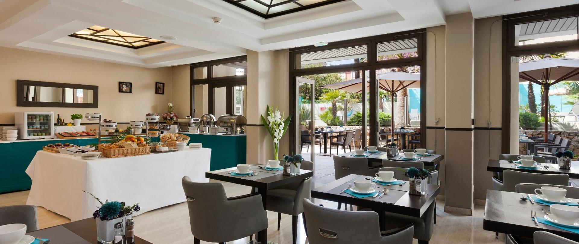 Petit dejeuner Clarion Suites Cannes Croisette