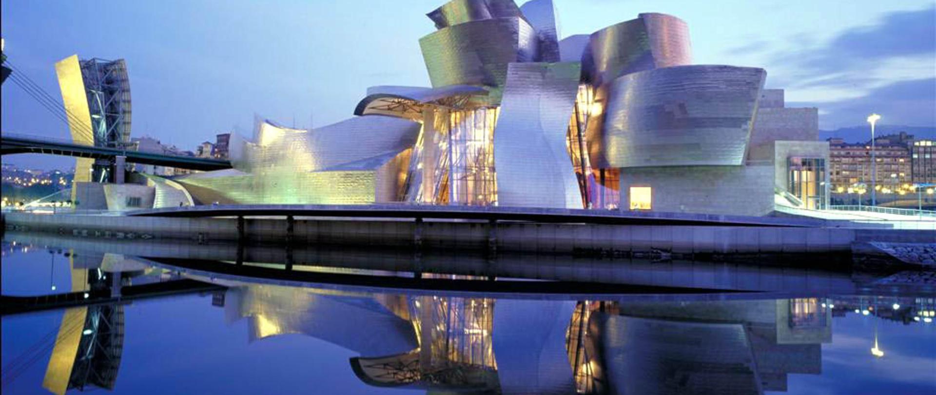 Guggenheim_Museum_Panorama,_Bilbao_(26779511962).jpg