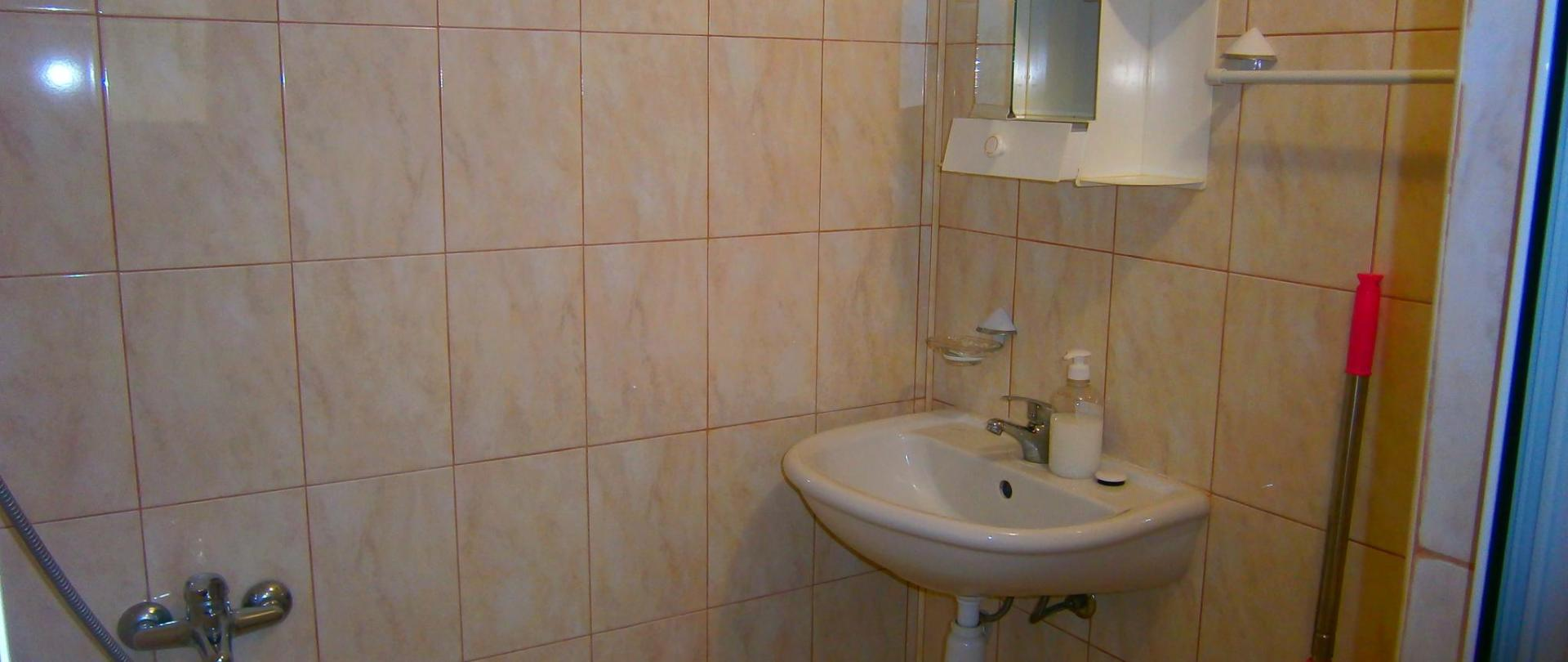 czteroosobowy pokój w łazience