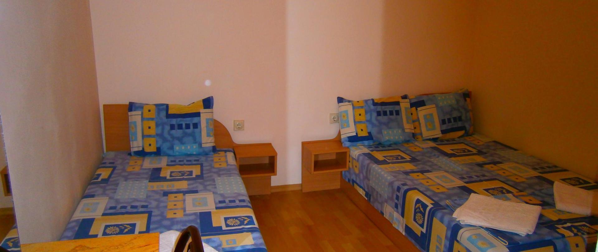 卧室三人间