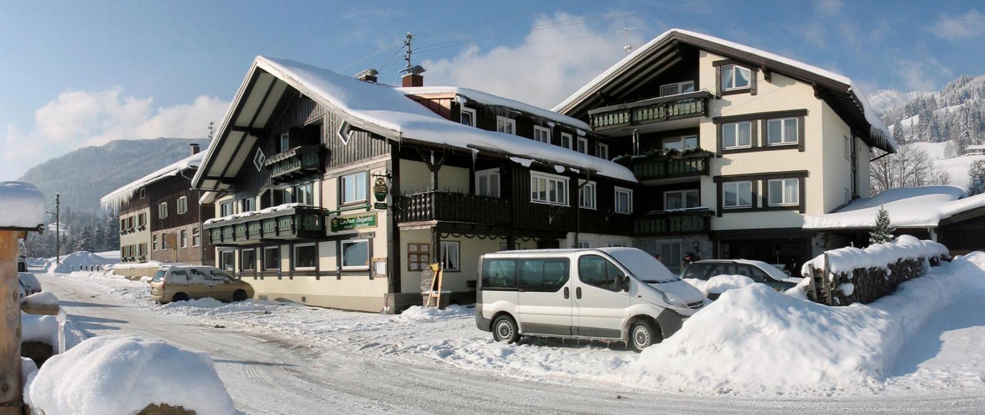 Haus im Schnee.jpg