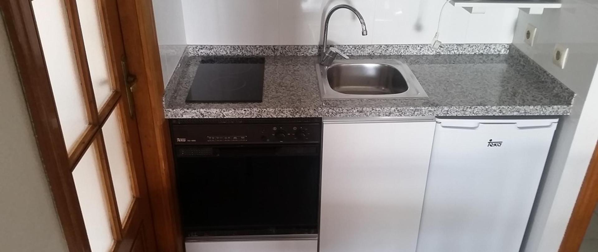 Cocina Apartamentos dos dormitorios Maria Victoria Benidorm.jpg