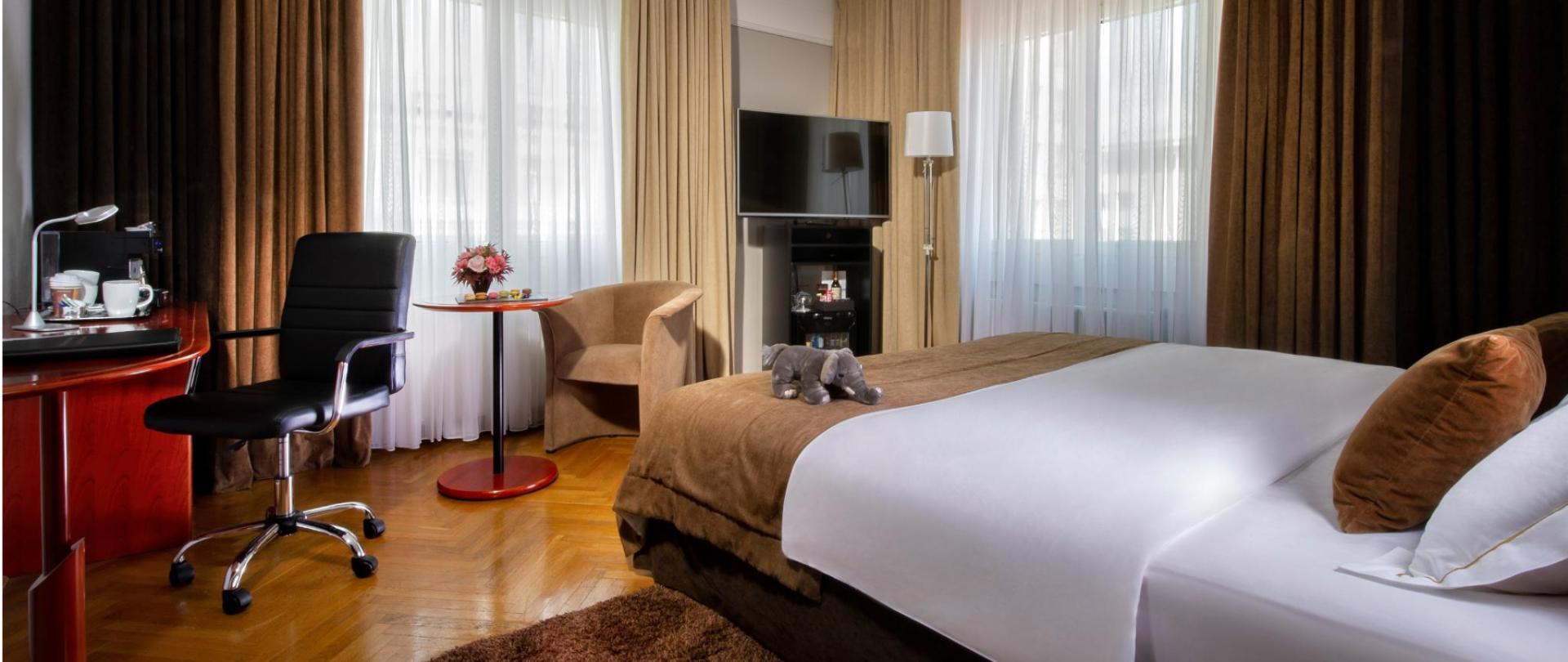 HotelSlon_ByZigaKoritnik2018_Deluxe room.png