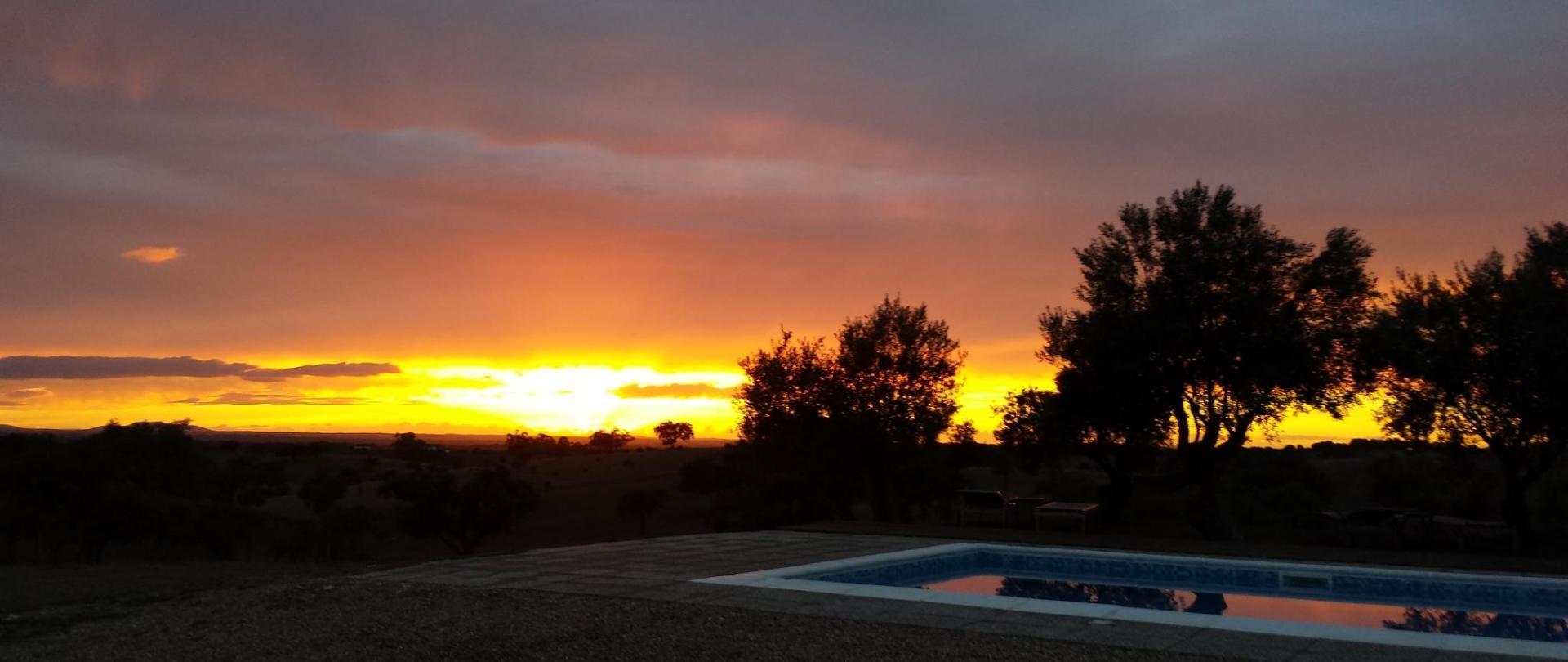 Sonnenuntergang Pool.jpg