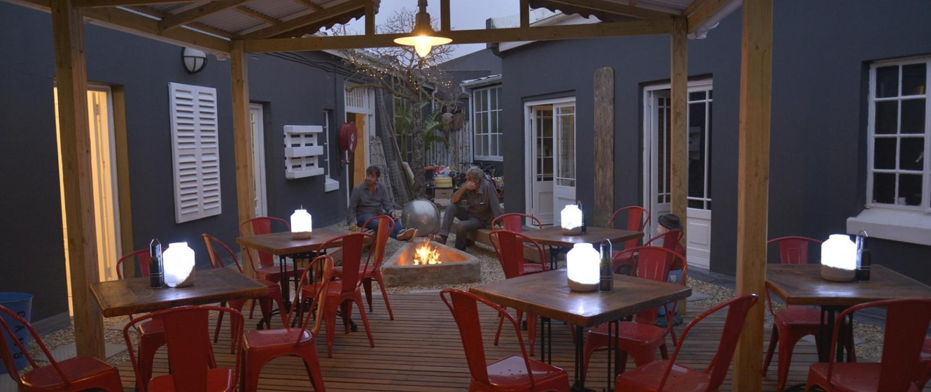 dinning bar area.JPG
