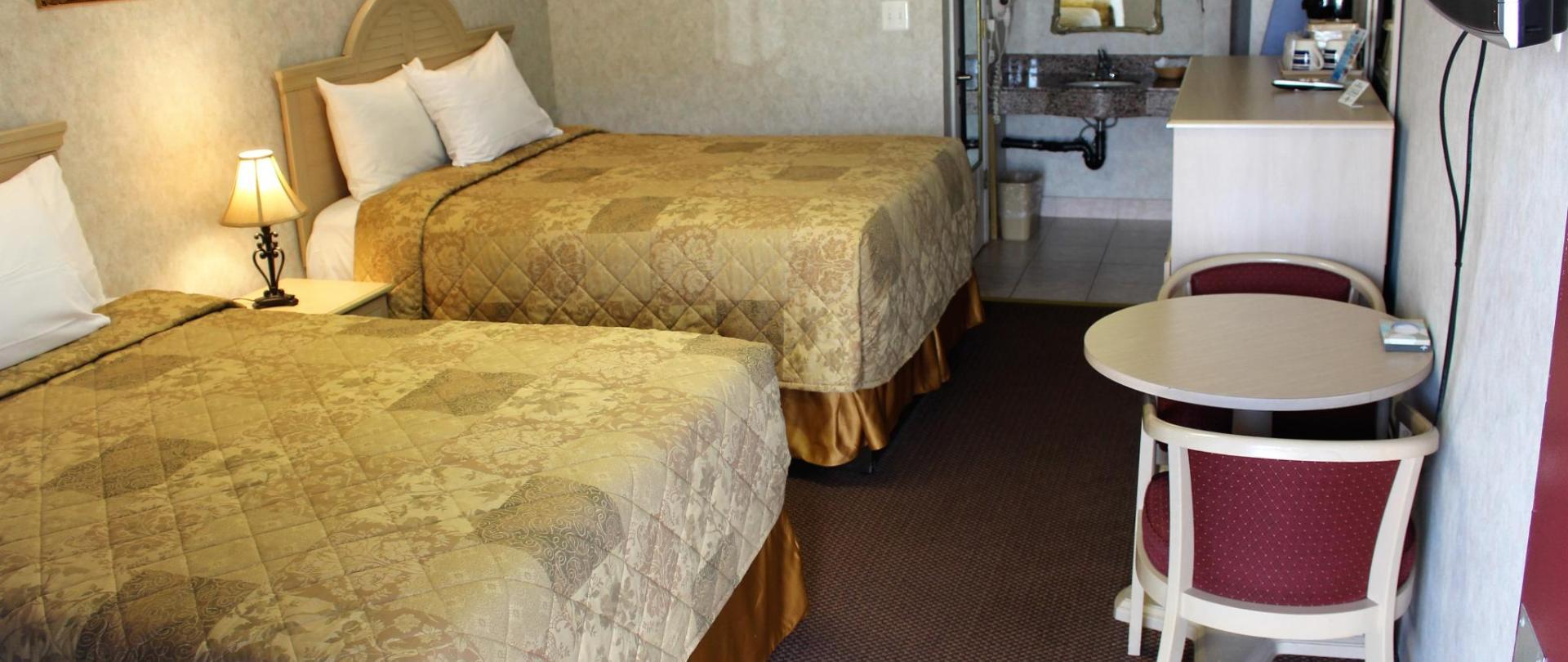 Deluxe Double Bed 4.JPG
