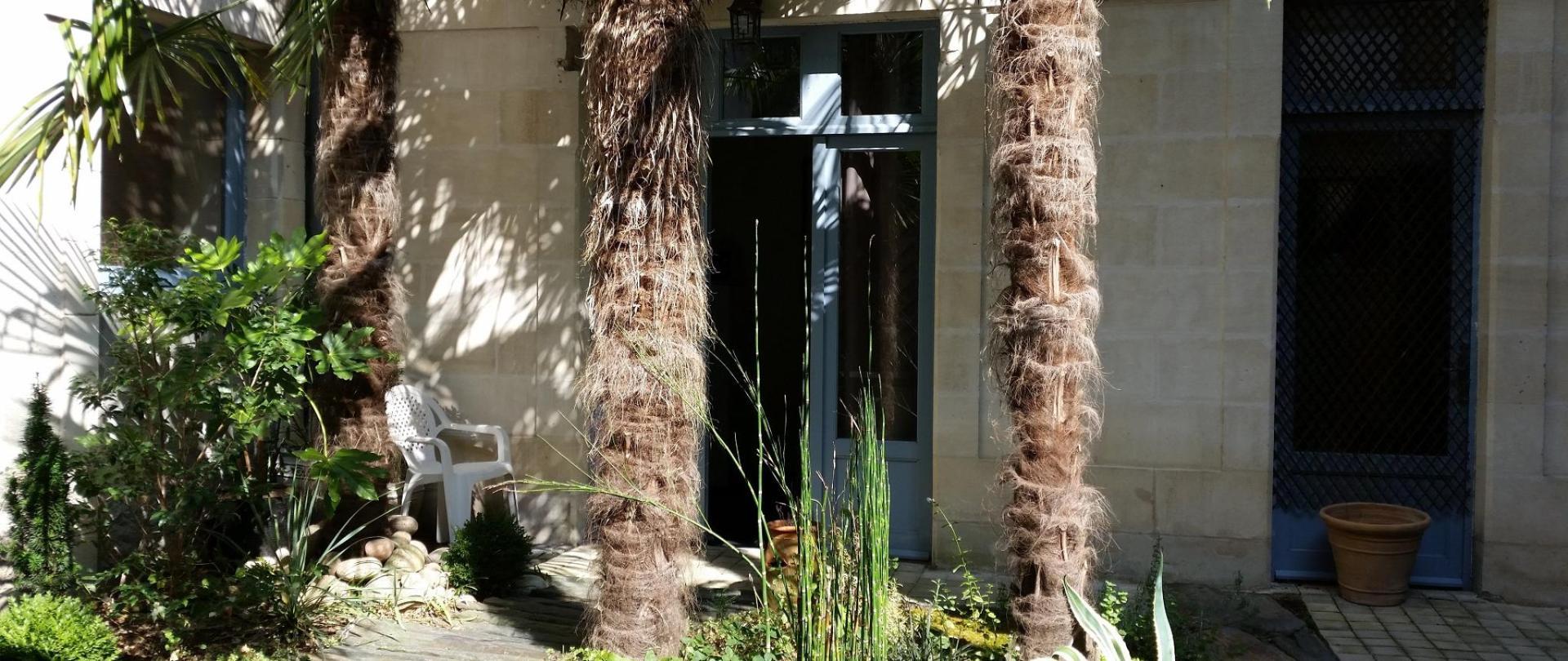 les penates de loire hotel ancenis patio.jpg