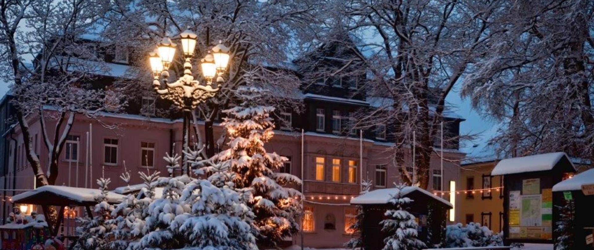 RH_Aussenansicht_Haupthaus_Winter (2).jpg