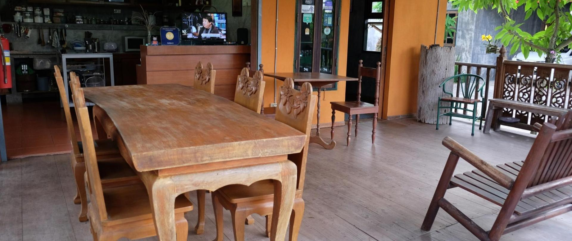 places to eat/ Communal kitchen/ Area and facilities/ On-site Coffee House
