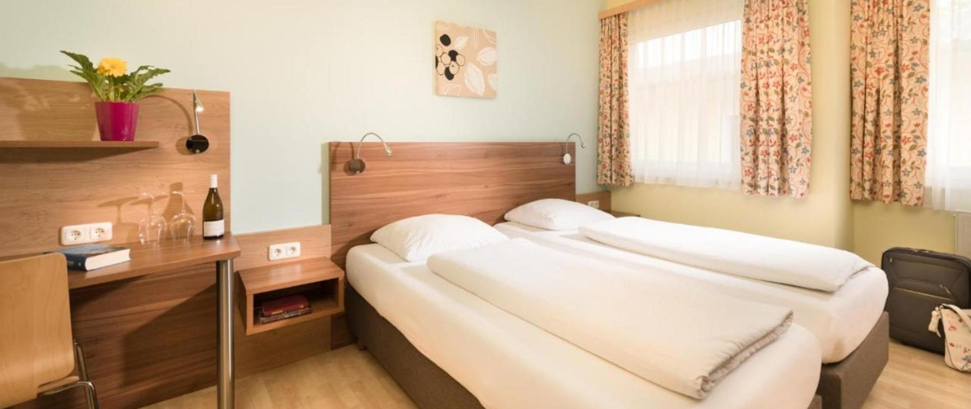 Doppel- Zweibettzimmer 1