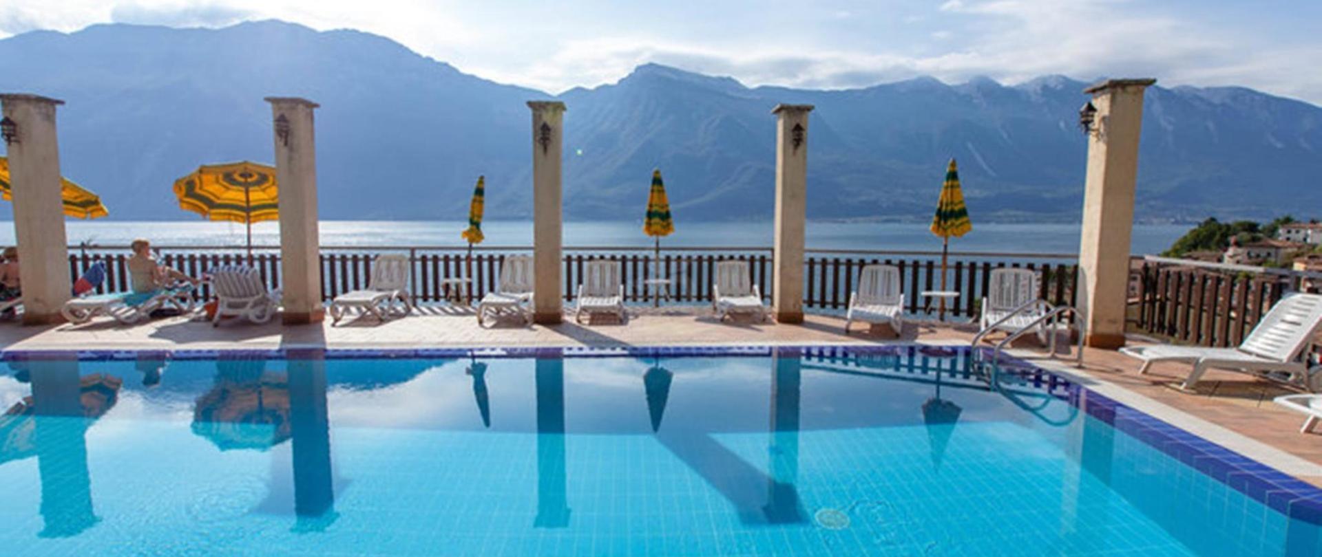 Outdoor swimming pool 4.jpg