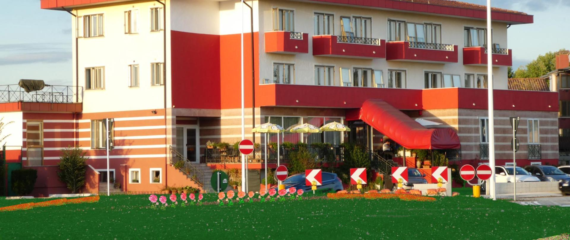 HOTEL ESTERNO.jpg