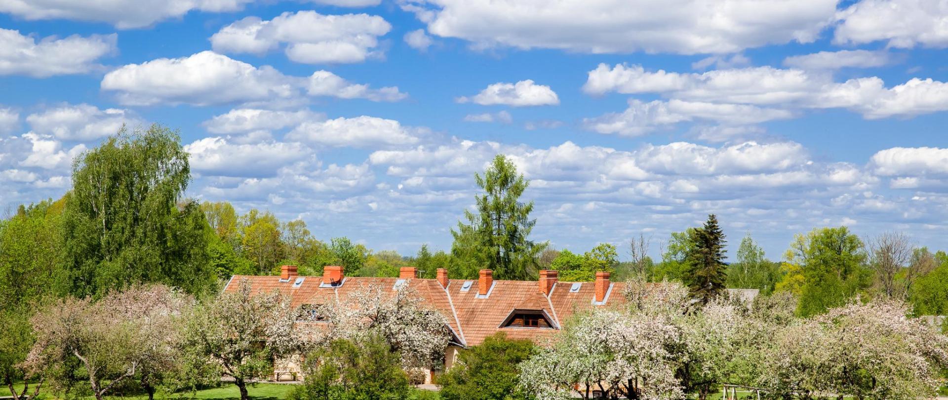 Яблоневый сад «Karlamuiza Country Hotel»