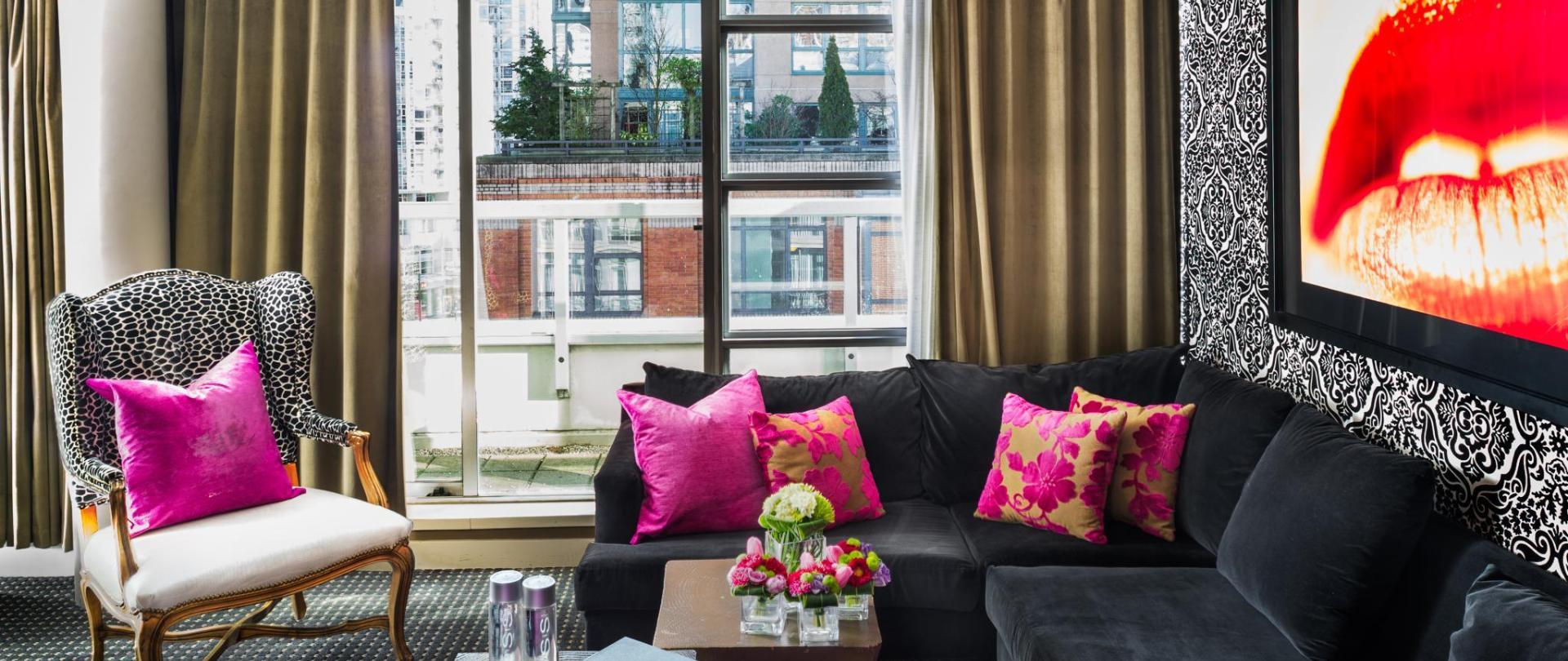 Guestrooms - Signature Suite.jpg