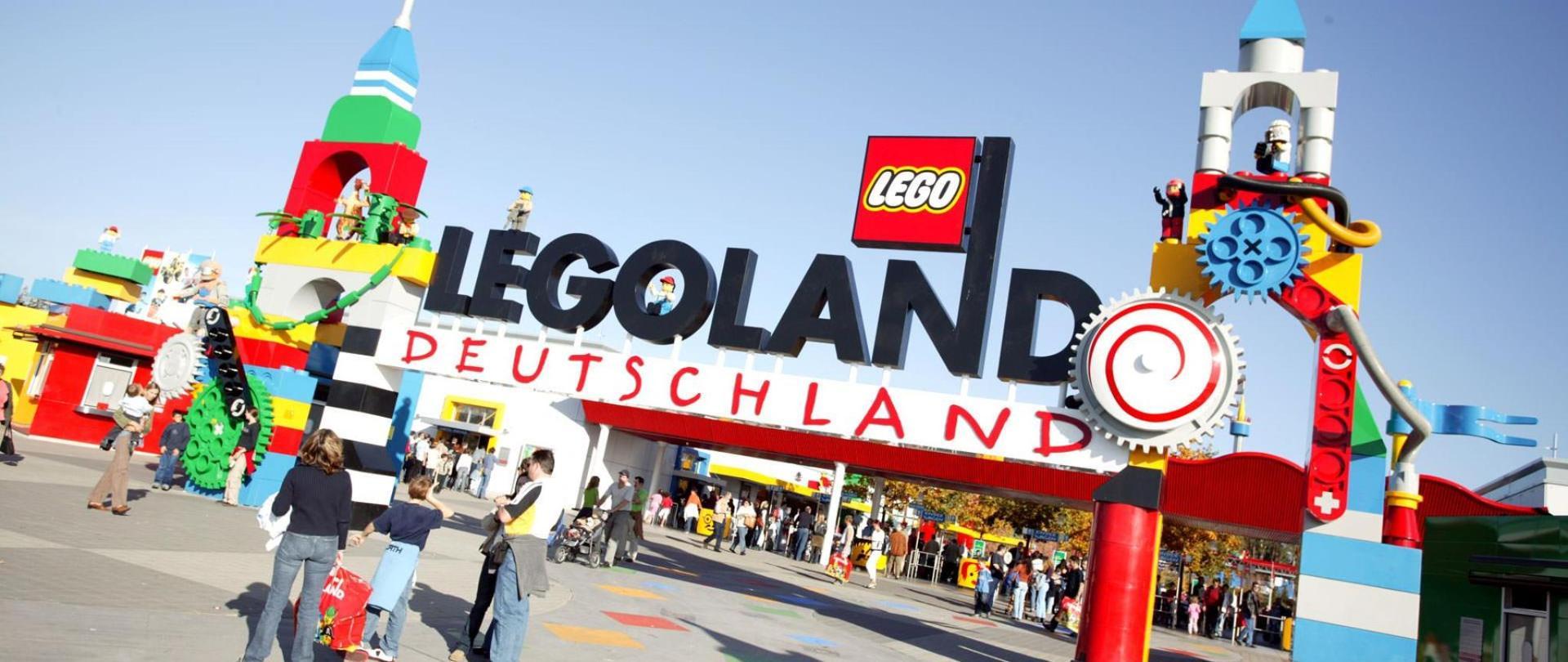Familie_Legoland_Eingang.1920x1080m1.51.jpg