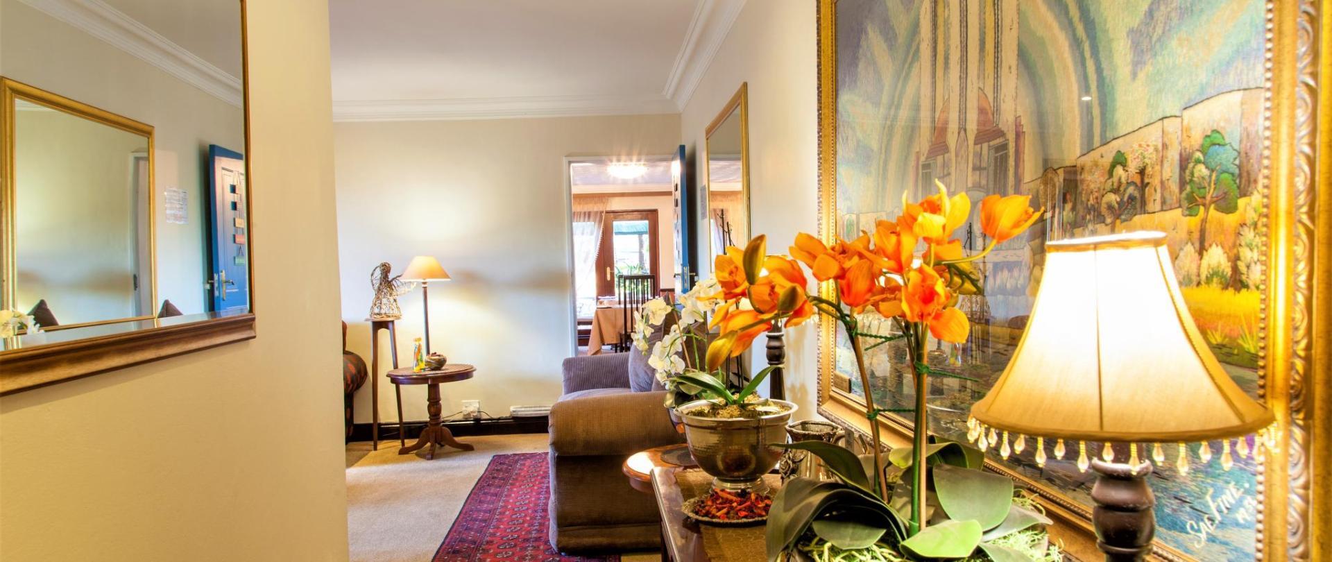Guest lounge (5).jpg