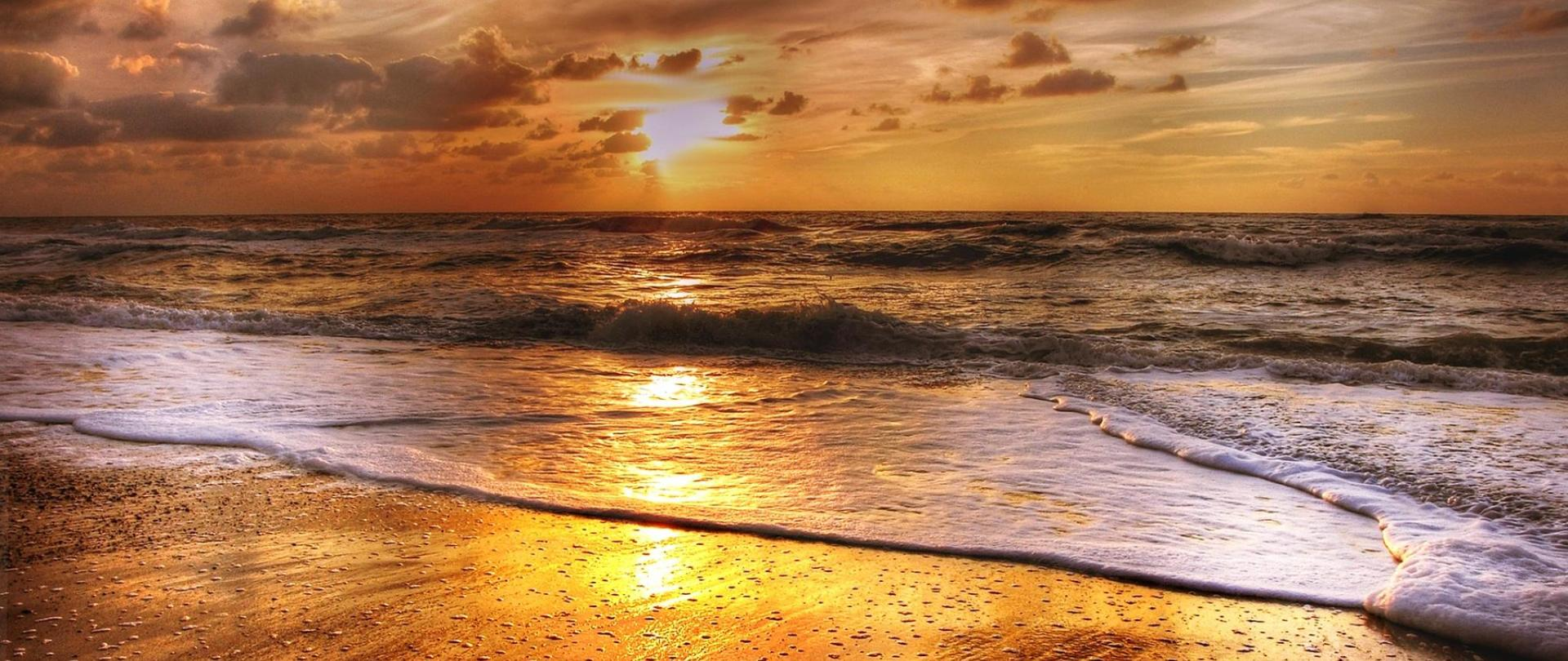sunset-2205553_1920.jpg