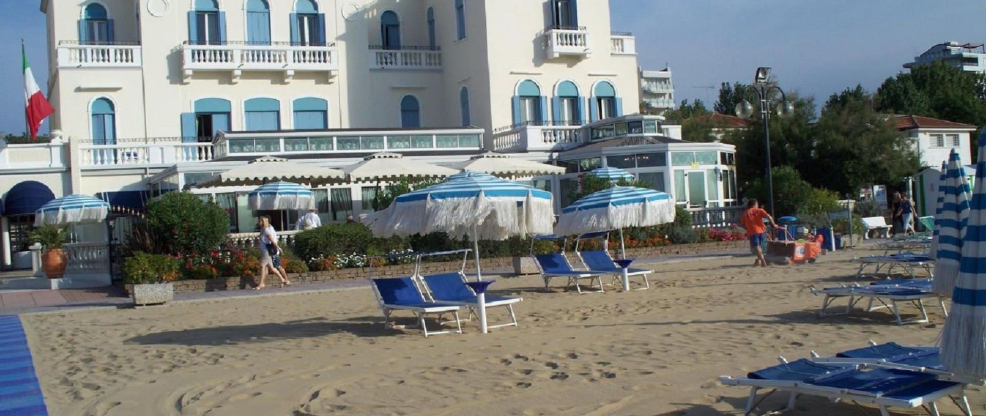 veduta dalla spiaggia.jpg