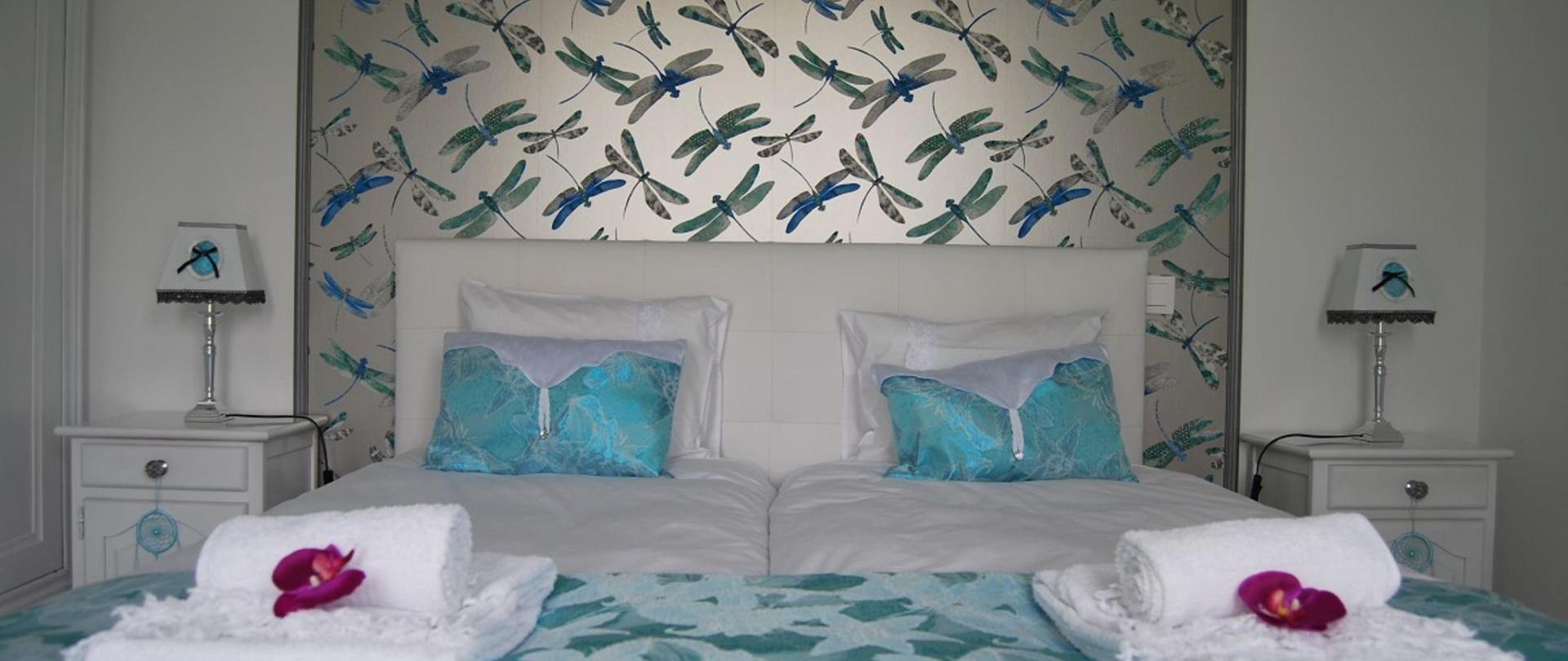 chambre bleu libellules.jpg
