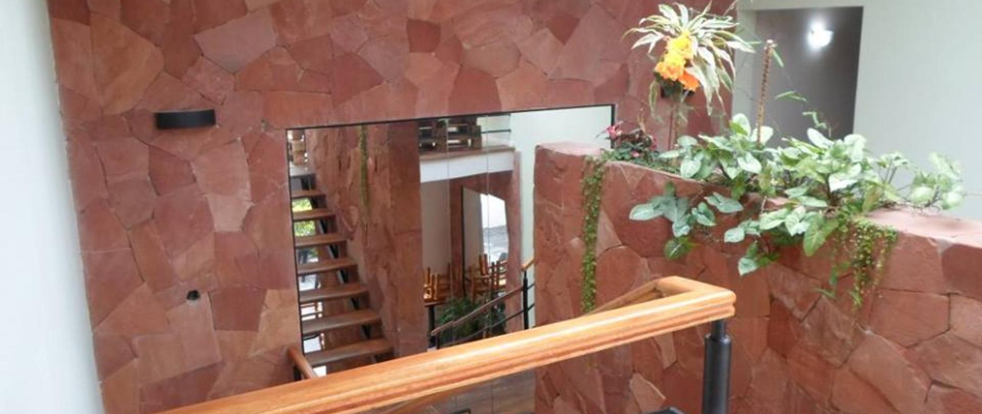Hotel Queguay escalera.jpg