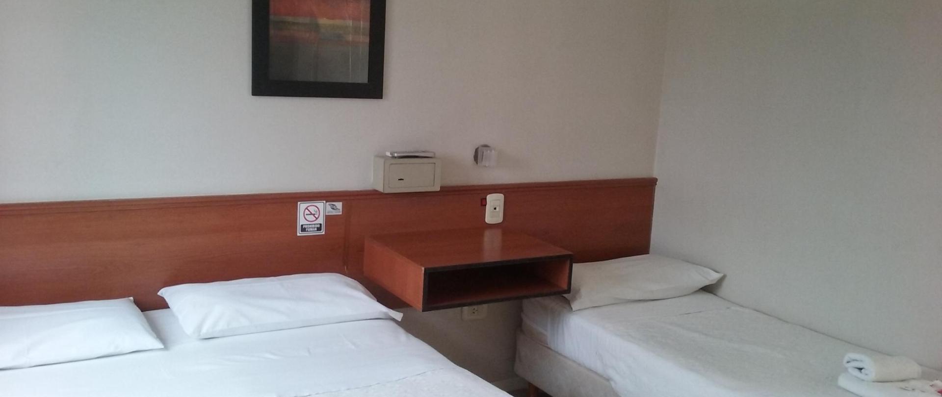 TPL Mat Hotel Queguay.jpg