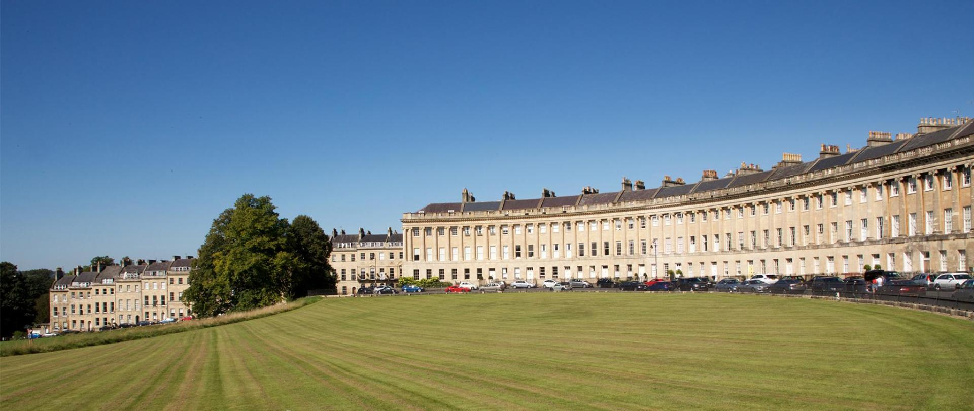 Royal-Crescent-and-lawn.jpg