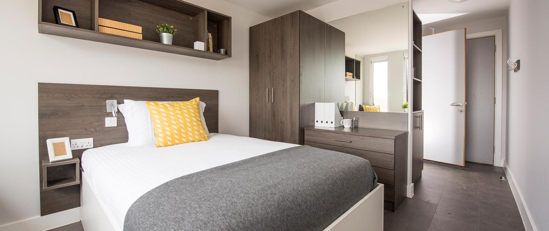 Polden-bedroom.jpg