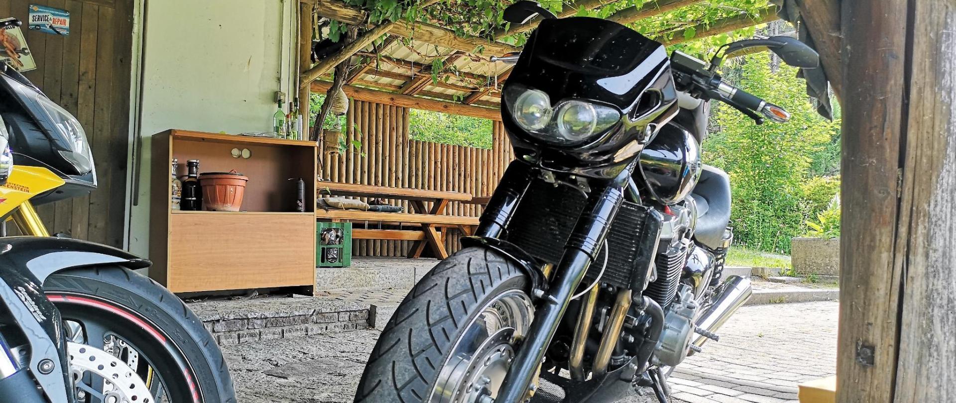 3 Motorradhotel Enzianbrenner Nassfeld, Gailtal.jpg