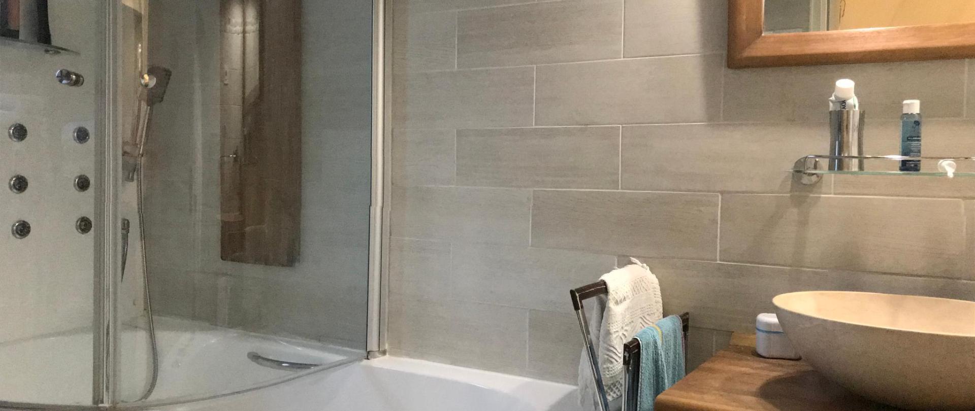 Salle de bain indépendante IMG_3625.jpg