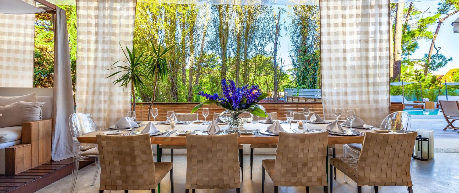 009_Dining_Table.jpg