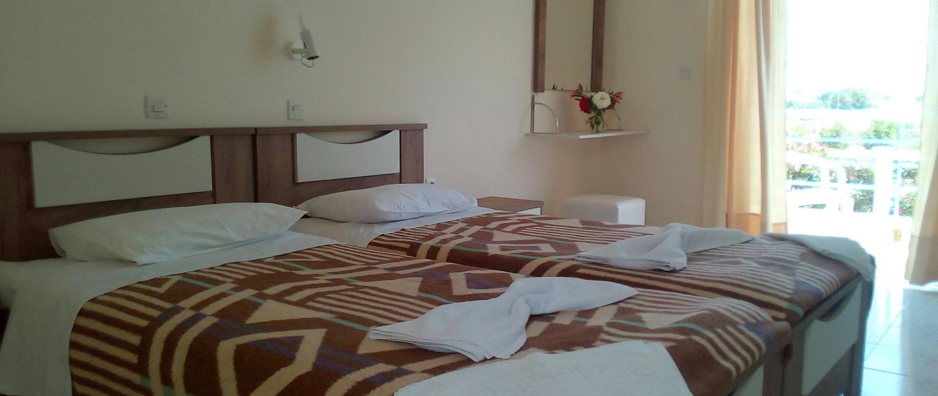 Standard room 5.jpg