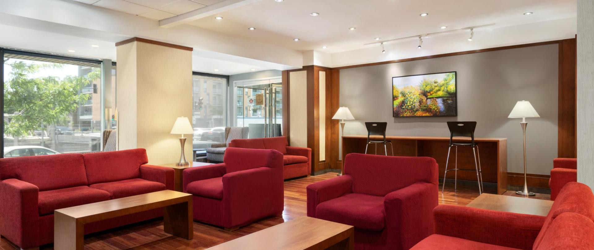 Ramada Montreal - Lobby - 1284201.jpg