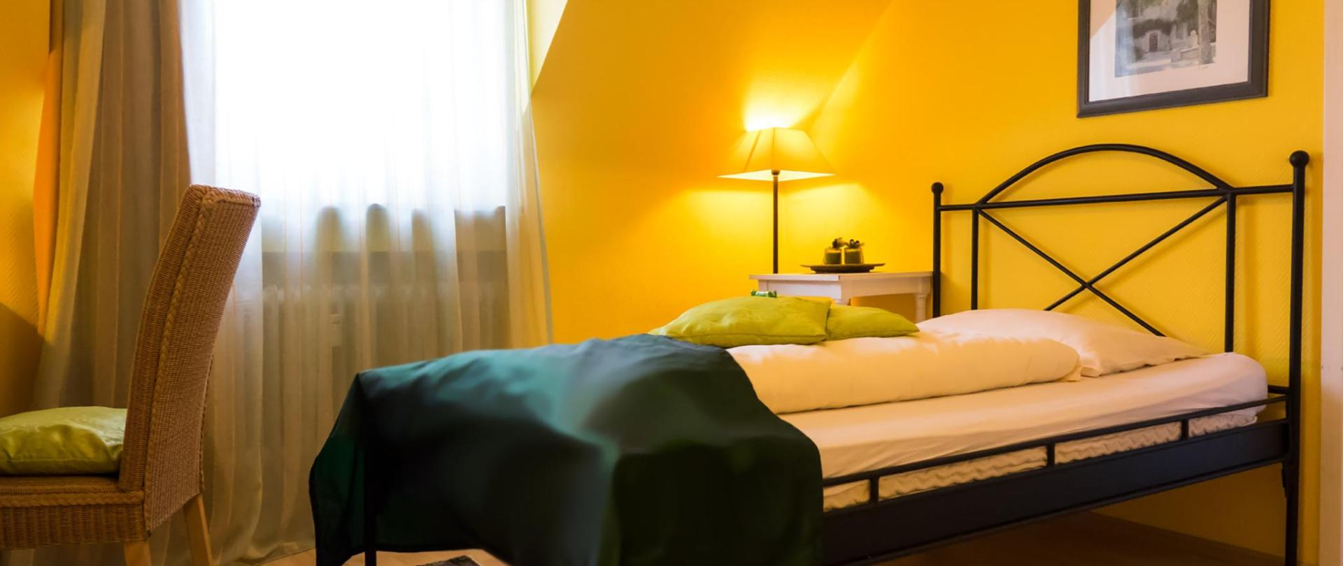 hotel-3koenige-aachen-zimmer_42-monschau_01.jpg