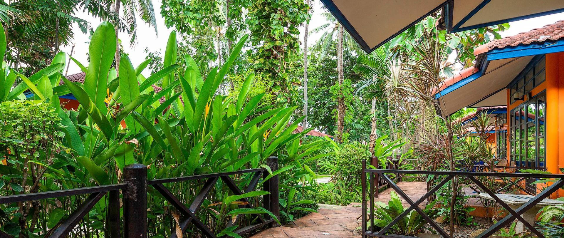 Garden view Bungalow_terrace.jpg