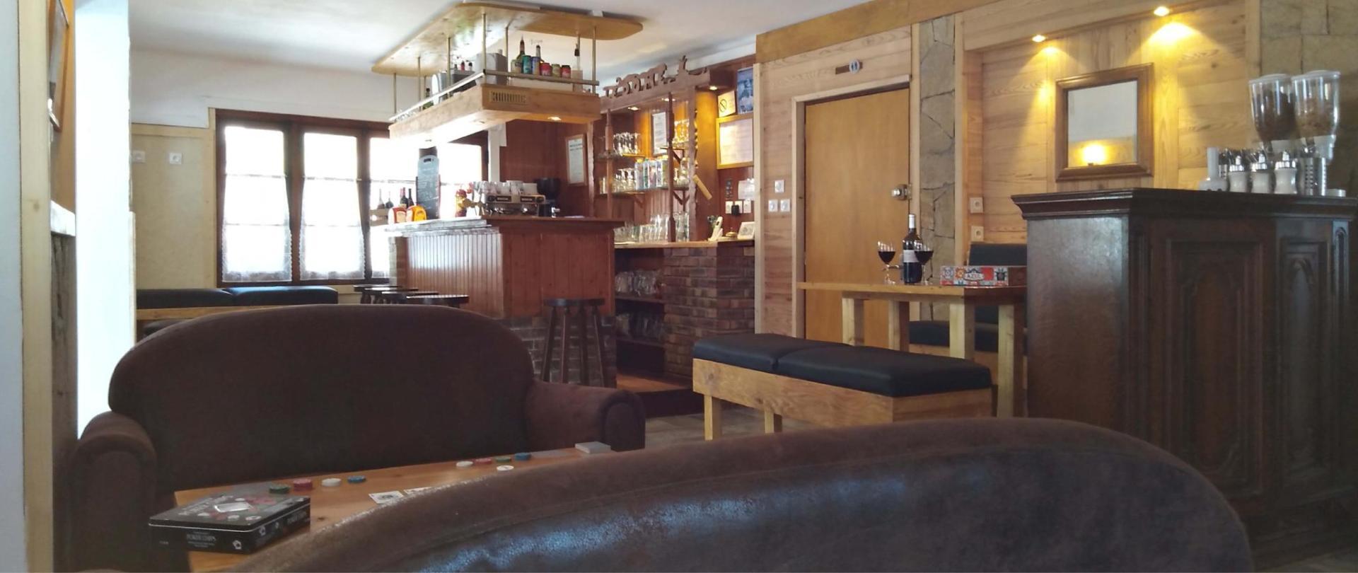 bar2- hotel le dome.jpg
