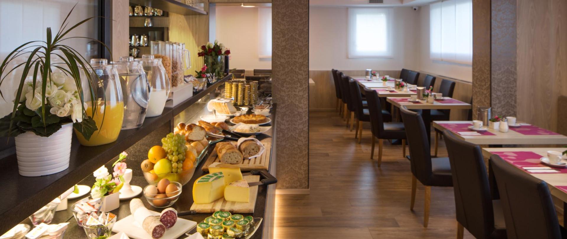 hotel-campione-bissone-ristorante invernale-colazioni.jpg