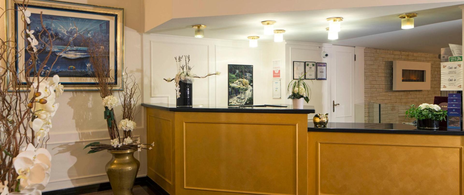 hotel-campione-bissone-reception.jpg