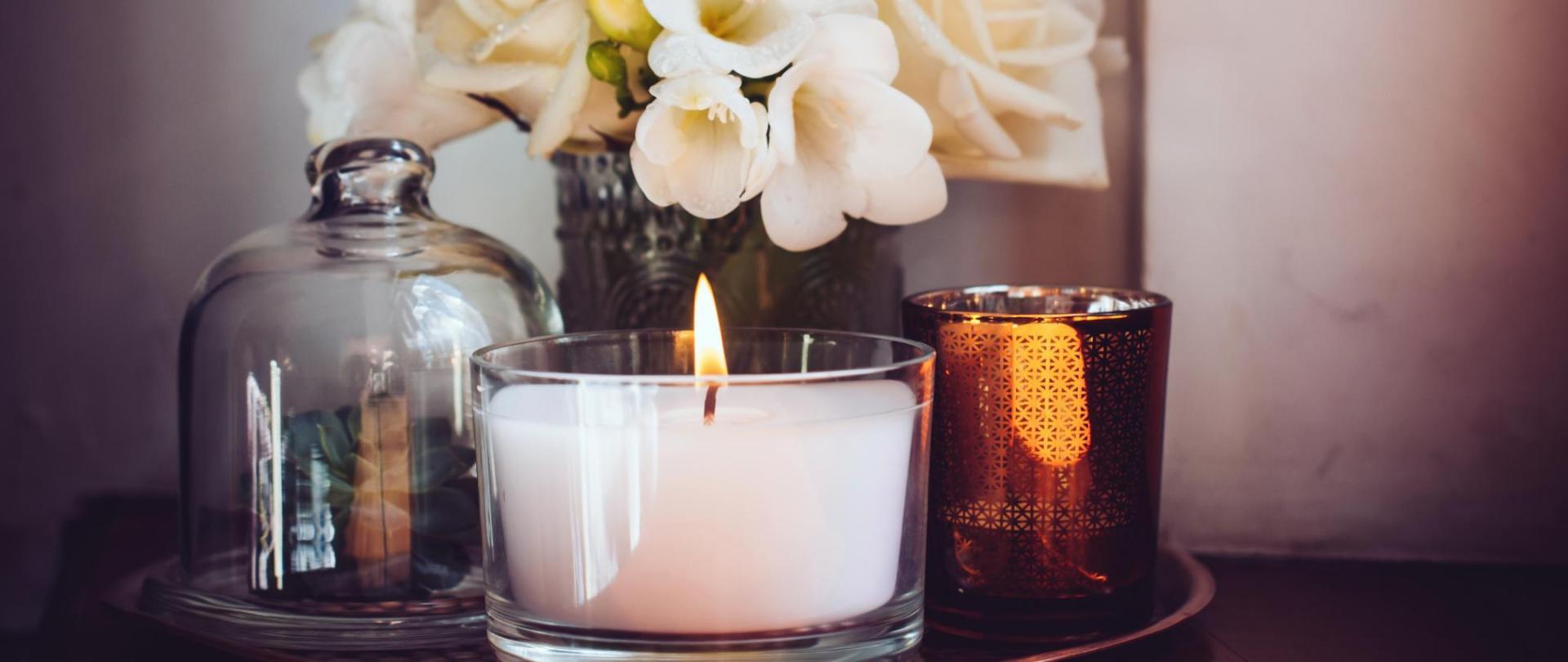 Dekoration Blumen, Kerze, Deckelglas.jpg