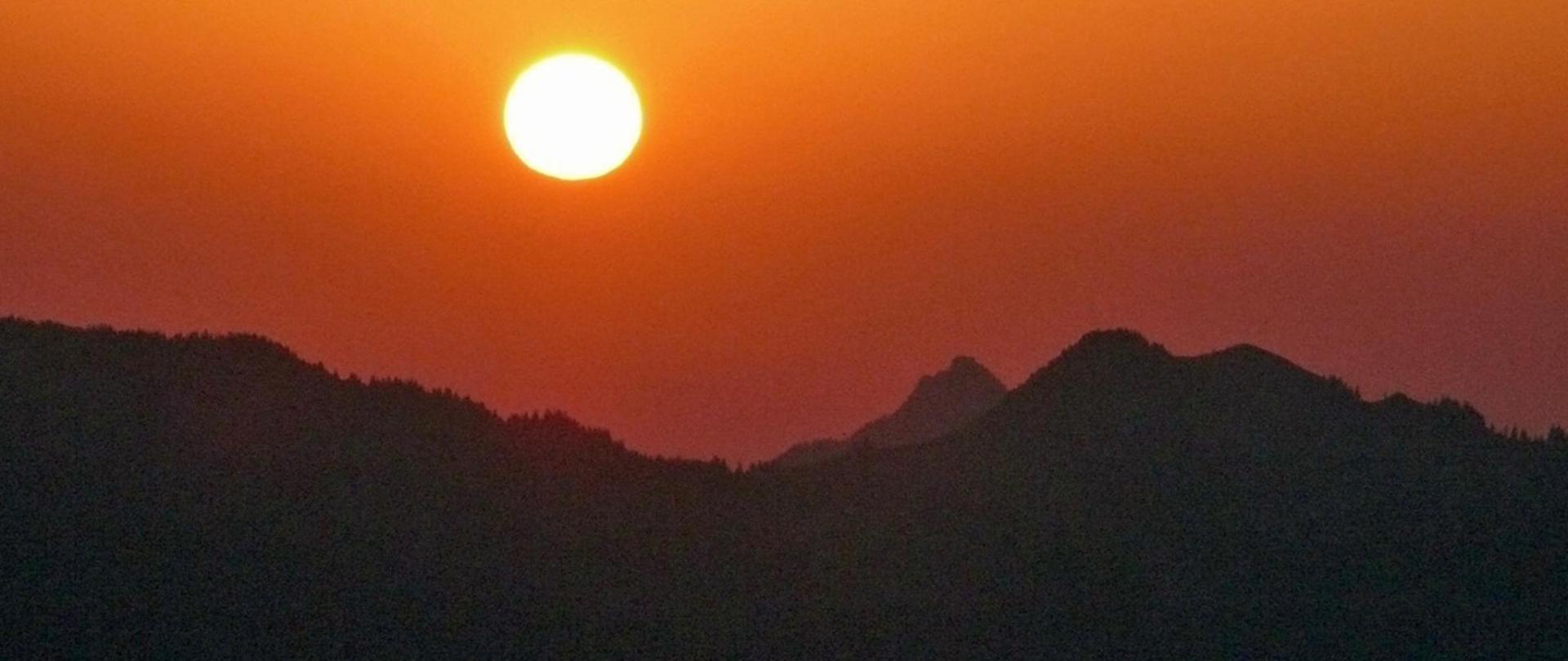 Sonnenaufgang Gipfel.jpg